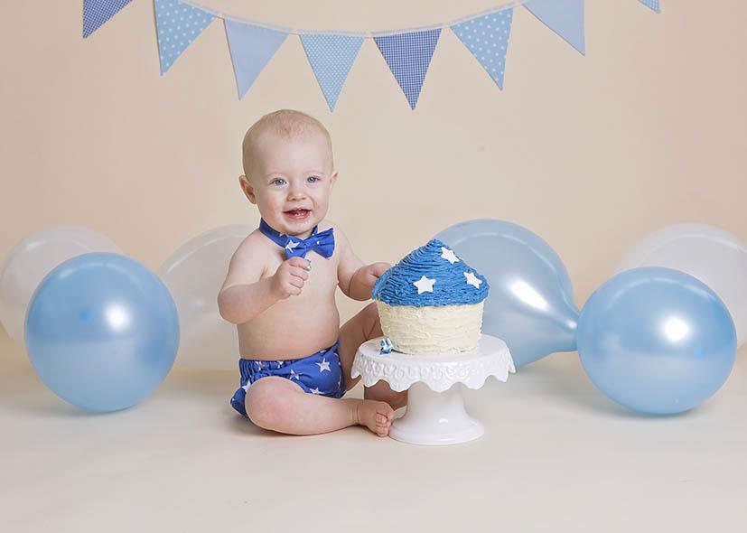 Cake smash photographer winchester