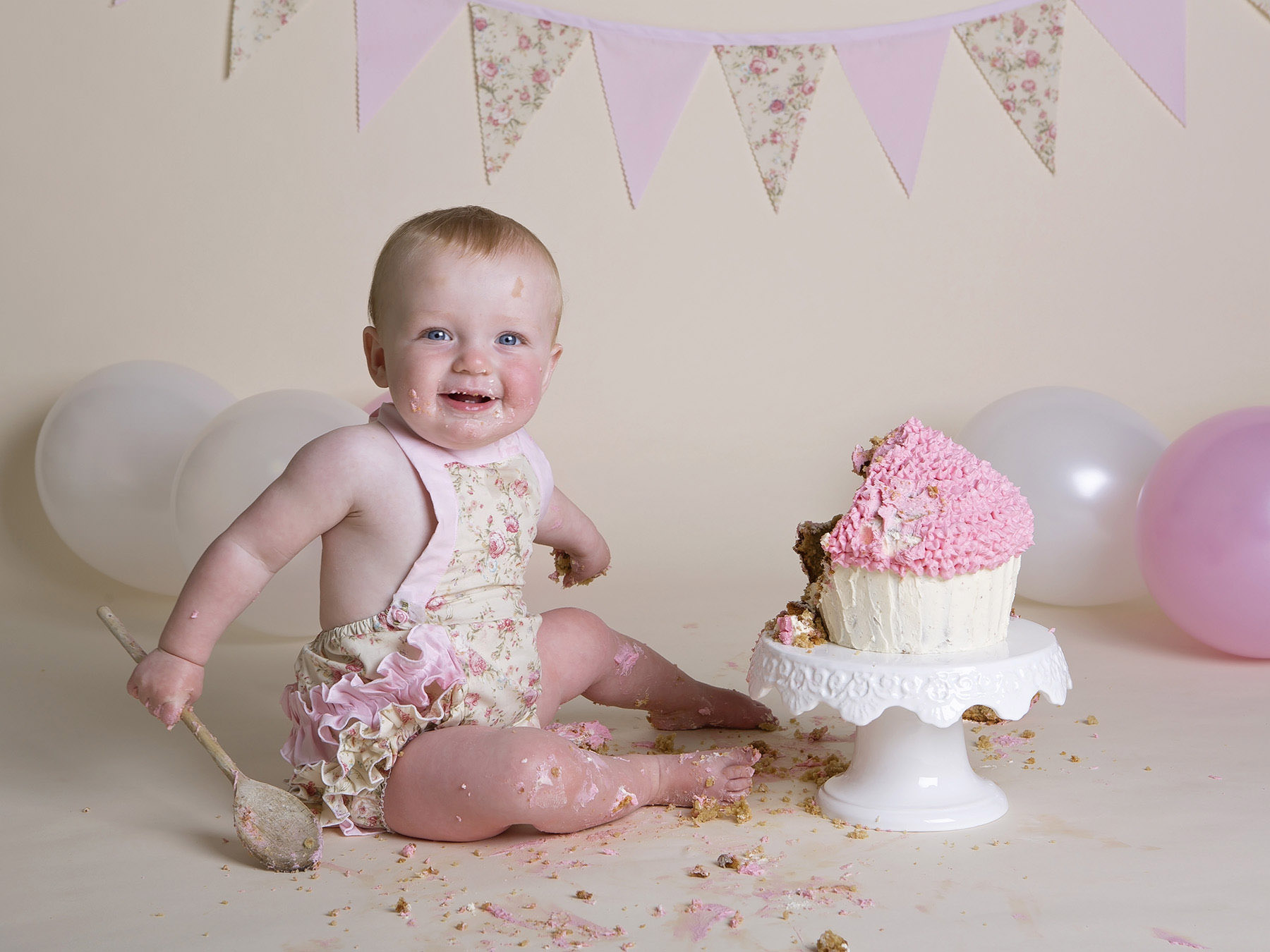 cake smash photographer Winchester