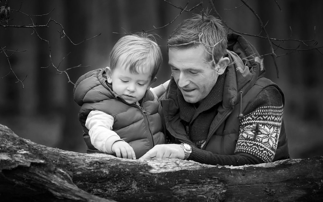 Black and White photos – simplicity can be best. Family photographer Winchester